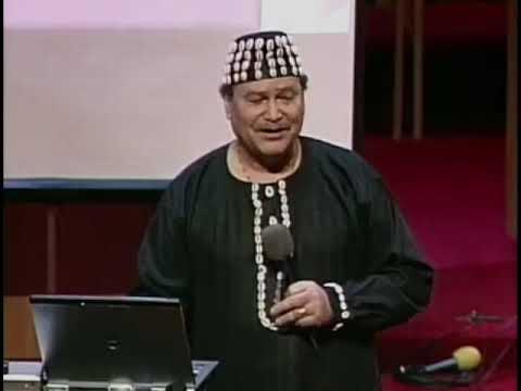 Dr Asa Hilliard teaches Moorish history at Trinity Church in Chicago